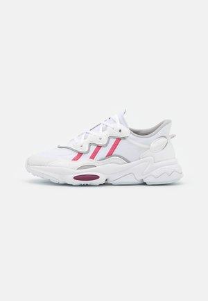 OZWEEGO  - Trainers - footwear white/rose tone/victory crimson