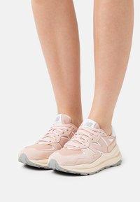 New Balance - W5740 - Sneakers - light pink - 0