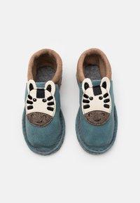 POLOLO - KIGA ZEBRA UNISEX - Slippers - blau - 3