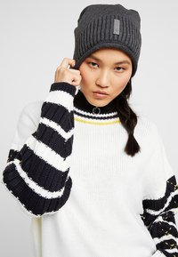 Chillouts - ETIENNE  - Beanie - grey - 3