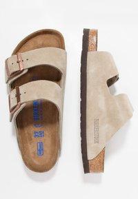 Birkenstock - ARIZONA SOFT FOOTBED UNISEX - Pantuflas - taupe - 1