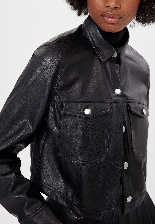 Bershka Glanzendes Hemd Faux Leather Jacket Black Zalando De