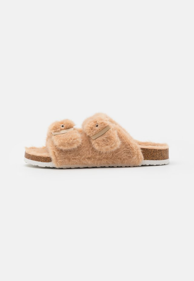SKY WALKER - Slip-ins - cream