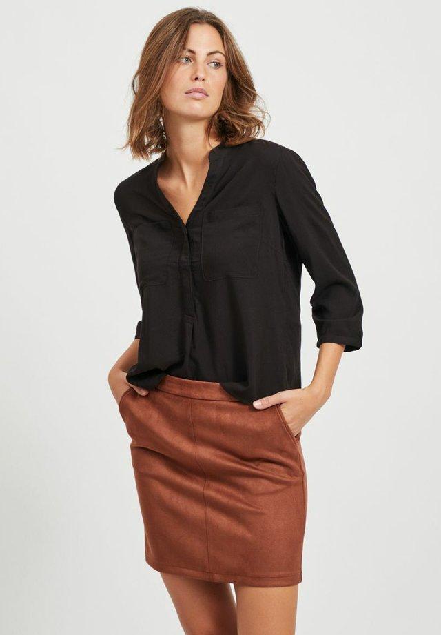 MIT V-AUSSCHNITT TASCHEN - Long sleeved top - black