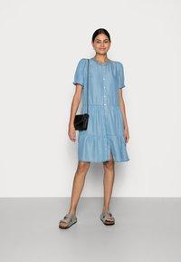 Freequent - ROSIE - Denim dress - light blue - 1