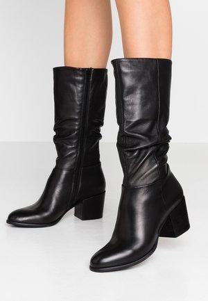 LISAAC - Vysoká obuv - black