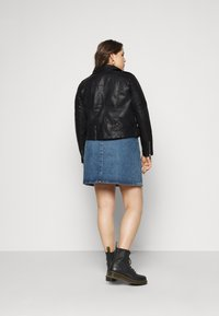 Vero Moda Curve - VMKERRIULTRA COATED JACKET  - Giacca in similpelle - black - 2