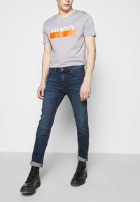 HUGO - Slim fit jeans - medium blue - 3