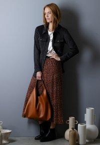 Laura Kent - Pleated skirt - haselnuss - 2