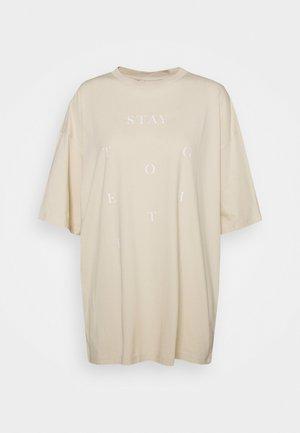 CISSI TEE - T-shirt z nadrukiem - beige dusty light