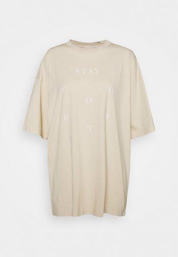 CISSI TEE - Print T-shirt - beige dusty light