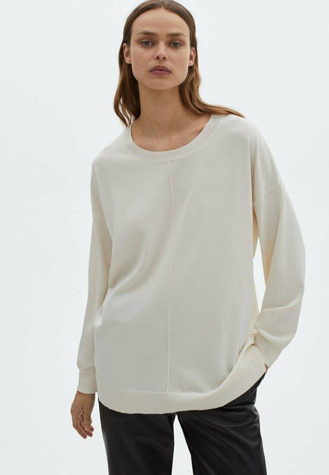 MIT RUNDAUSSCHNITT UND ZIERNAHT IN DER MITTE - Sweater - beige