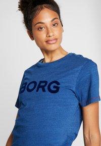 Björn Borg - LOOSE TEE - Triko spotiskem - denim washed - 4