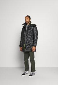 Diesel - W-RUSSELL-LONG-THERMO JACKET - Winter jacket - black - 0
