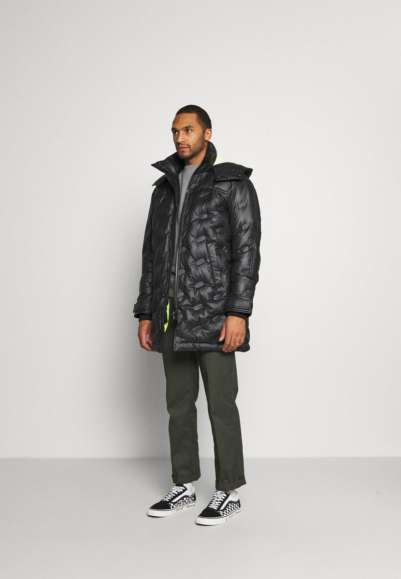 Diesel - W-RUSSELL-LONG-THERMO JACKET - Winter jacket - black