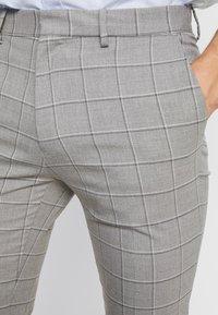 Burton Menswear London - WINDOWPANE CHECK - Trousers - light grey - 4