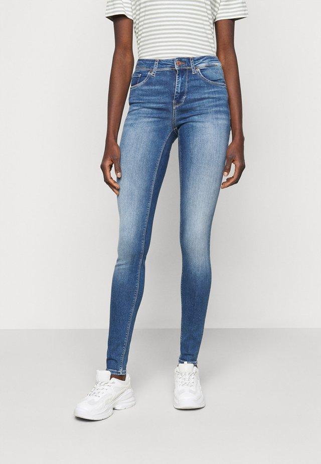 VMLUX SLIM JEANS - Jeans slim fit - medium blue denim