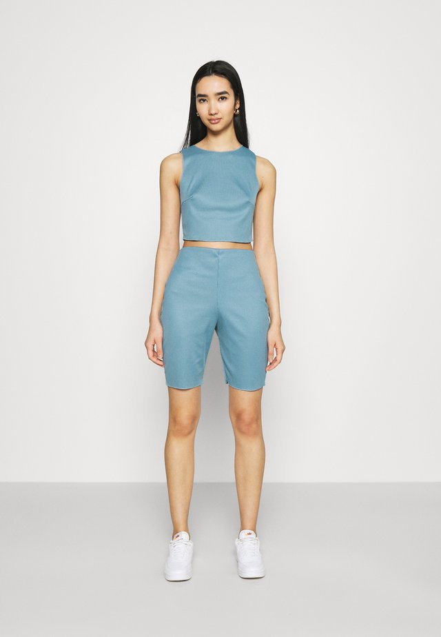 RACER NECK CROP AND CYCLING SET - Shorts - blue