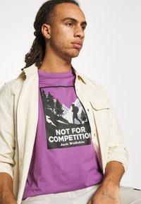 Jack Wolfskin - NOT FOR COMPETITION  - Triko spotiskem - concord grape - 3