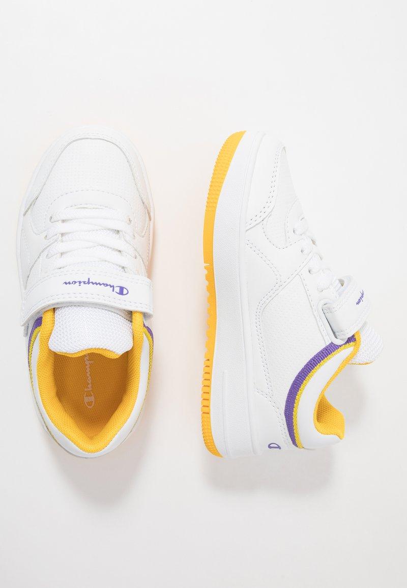 Champion - LOW CUT SHOE REBOUND UNISEX - Basketball shoes - white/yellow