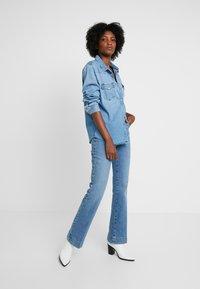 Wrangler - Flared Jeans - blue noise - 1