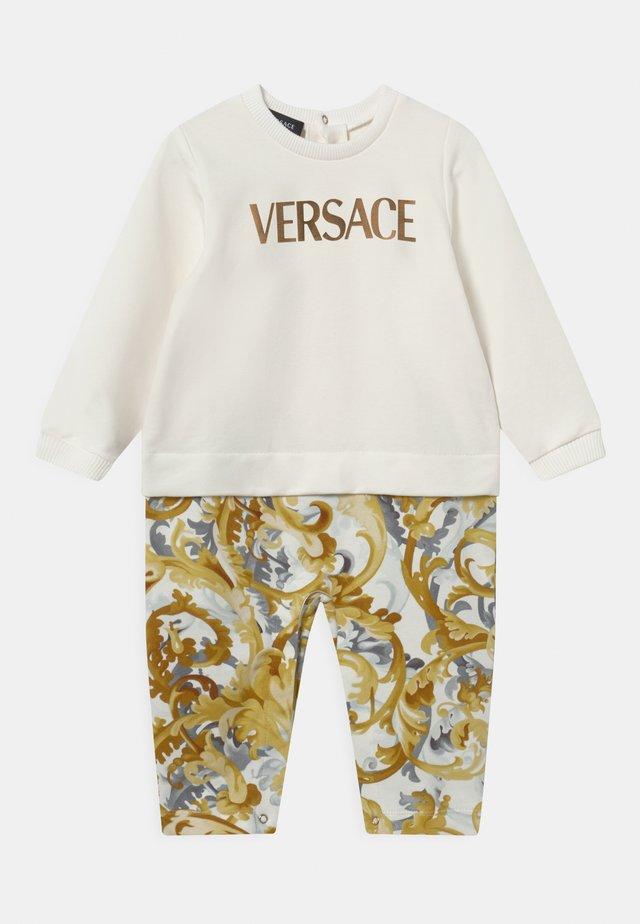 UNISEX - Tuta jumpsuit - bianco/oro