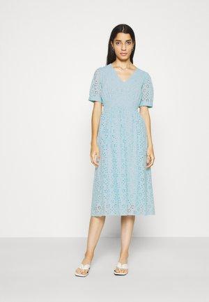 YASCORY MIDI DRESS - Robe d'été - corydalis blue