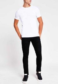 River Island - 5 PACK - T-shirt - bas - white - 1