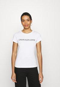 Calvin Klein Jeans - INSTITUTIONAL LOGO TEE 2 PACK - Print T-shirt - bright white/black - 1