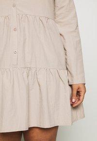 Missguided Plus - BUTTON THROUGH SMOCK DRESS - Robe d'été - nude - 4