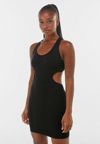 KURZES, KÖRPERNAH GESCHNITTENES  MIT PATENTMUSTER  - Shift dress - black