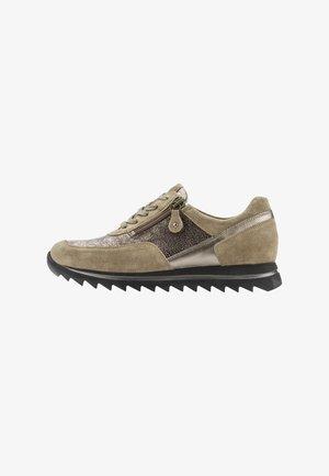 Sneakers laag - taupe bronce birke
