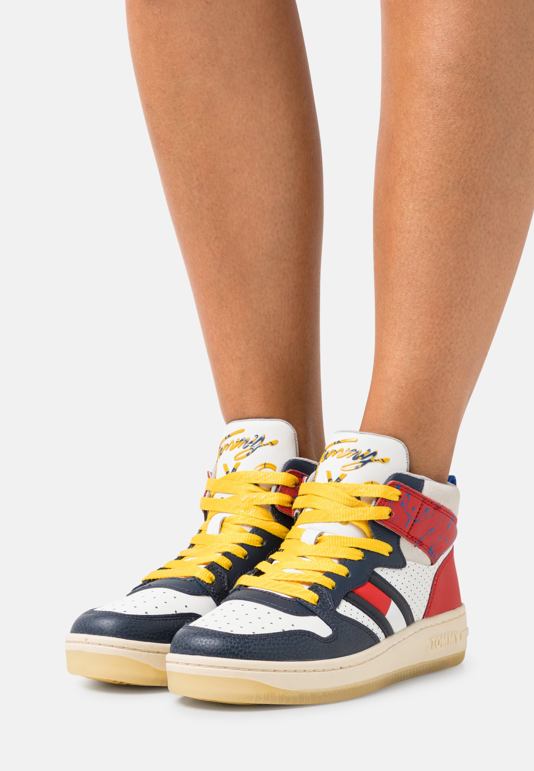 Women ELEVATED MID CUT BASKET  - High-top trainers