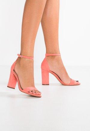 BEELLA - Sandaler med høye hæler - coral