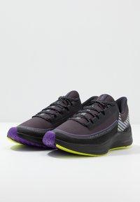 Nike Performance - ZOOM WINFLO 6 SHIELD - Juoksukenkä/neutraalit - oil grey/reflect silver/black - 2