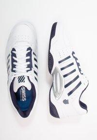 K-SWISS - ACCOMPLISH III - Multicourt tennis shoes - white/navy - 1
