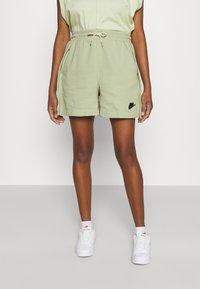 Nike Sportswear - EARTH DAY - Short - olive aura/galactic jade - 0