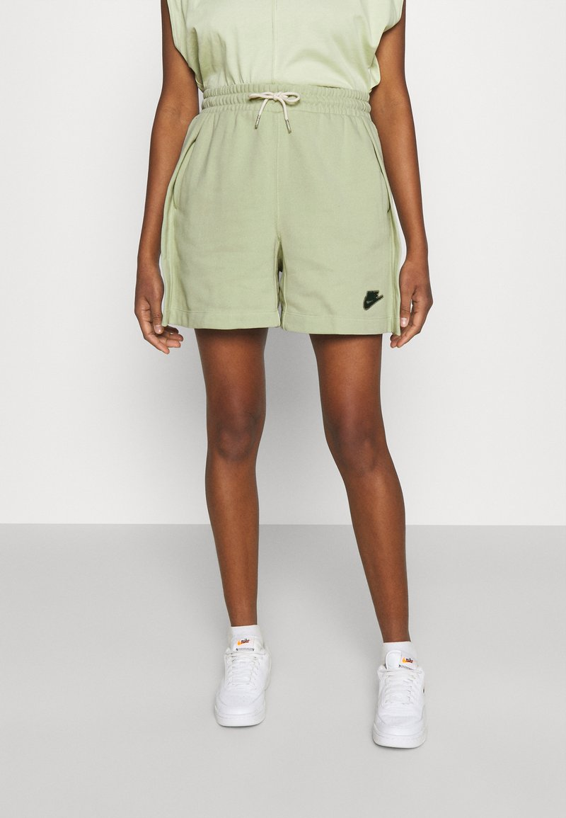Nike Sportswear - EARTH DAY - Short - olive aura/galactic jade