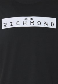 John Richmond - TREBE - Triko spotiskem - black/white - 2