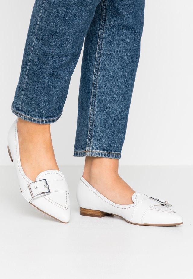 TASHA - Loafers - weiß