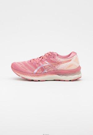GEL NIMBUS 23 - Chaussures de running neutres - smokey rose/pure bronze