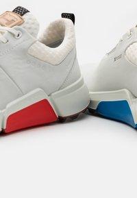 ECCO - BIOM HYBRID 4 - Golf shoes - white - 5