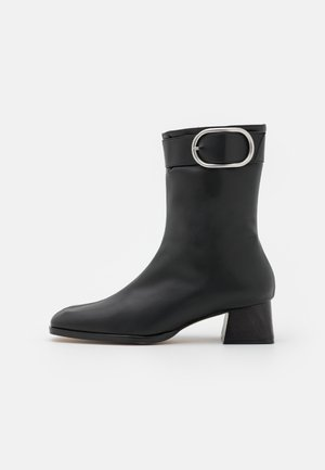 VEGAN LLUVIA - Korte laarzen - black