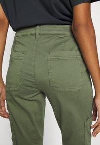 Banana Republic - SLOAN UTILITY - Trousers - flight jacket - 3