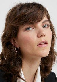 Maria Black - SADIE HOOP EARRING - Earrings - gold-coloured - 1