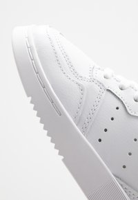 adidas Originals - SUPERCOURT - Sneakersy niskie - footwear white/core black - 2