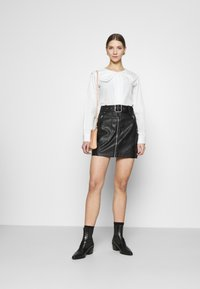 NA-KD - EMBROIDERY COLLAR - Button-down blouse - off white - 1