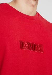 Levi's® Extra - RELAXED GRAPHIC TEE - Basic T-shirt - brilliant red - 4