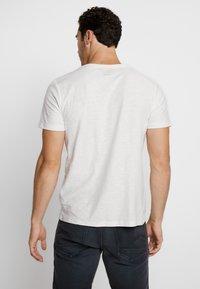 Jack & Jones - JORSTRUC TEE CREW NECK - Basic T-shirt - cloud dancer - 2