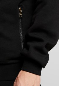 Glorious Gangsta - GALIS UTILITY HOOODIE - Zip-up hoodie - black - 4
